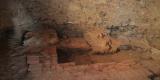 vykopavky v prostorách budoucí pivnice